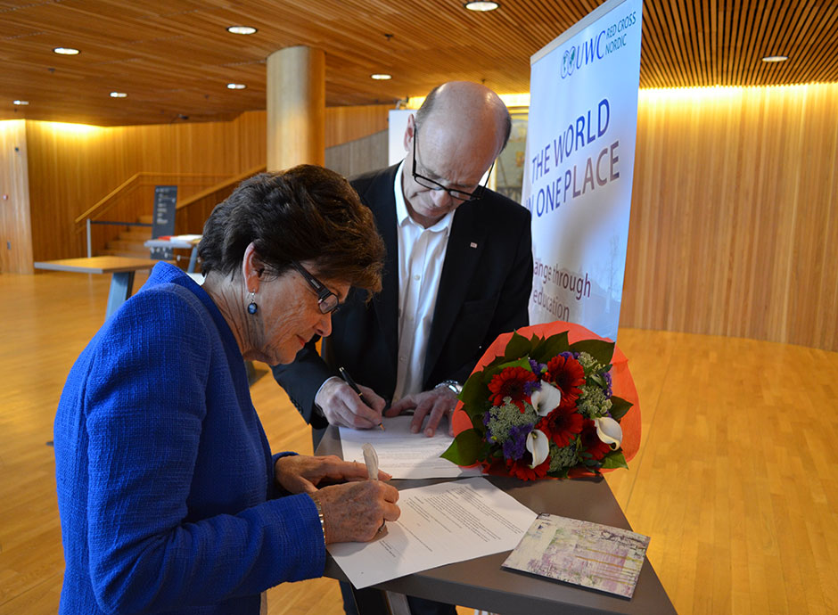 Chair of the Board Tove Veierød signing a continuing cooperation agreement with the Norwegian Red Cross in Spring 2013