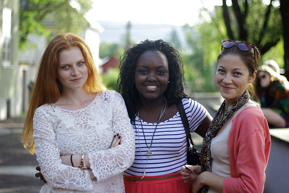 Sophie (Germany), Ntokozo (South Africa) and Lina (Lithuania)