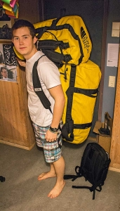 Åge - loaded down with laptops and clothing