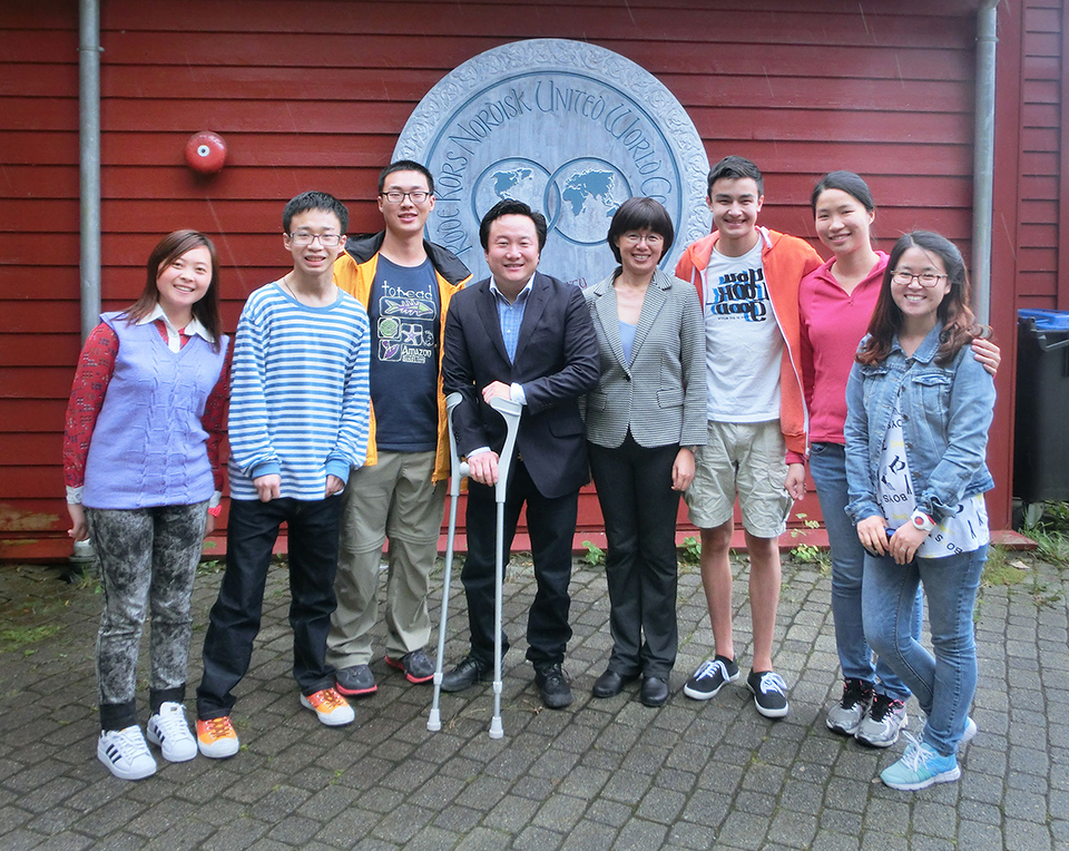 Mark Wang and Xiaohang Sumner with 1st and 2nd year Chinese students and teacher Shiyi Fan