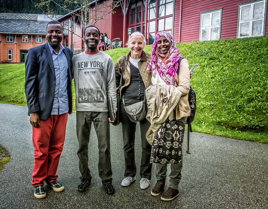 Saye-Maye Cole (left) with students and SOS representative Vibeke Mortensen