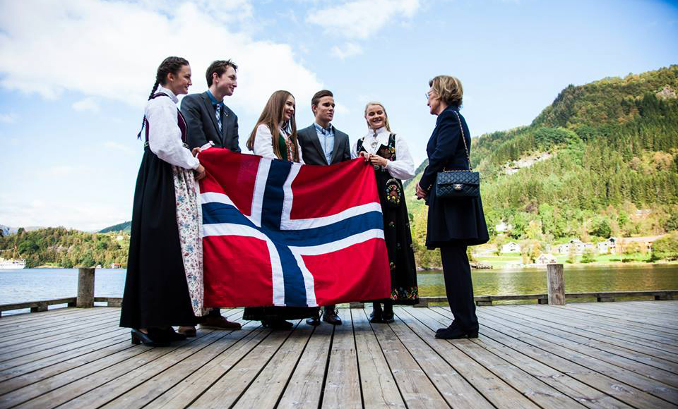 HM Queen Sonja with some of our Norwegian students
