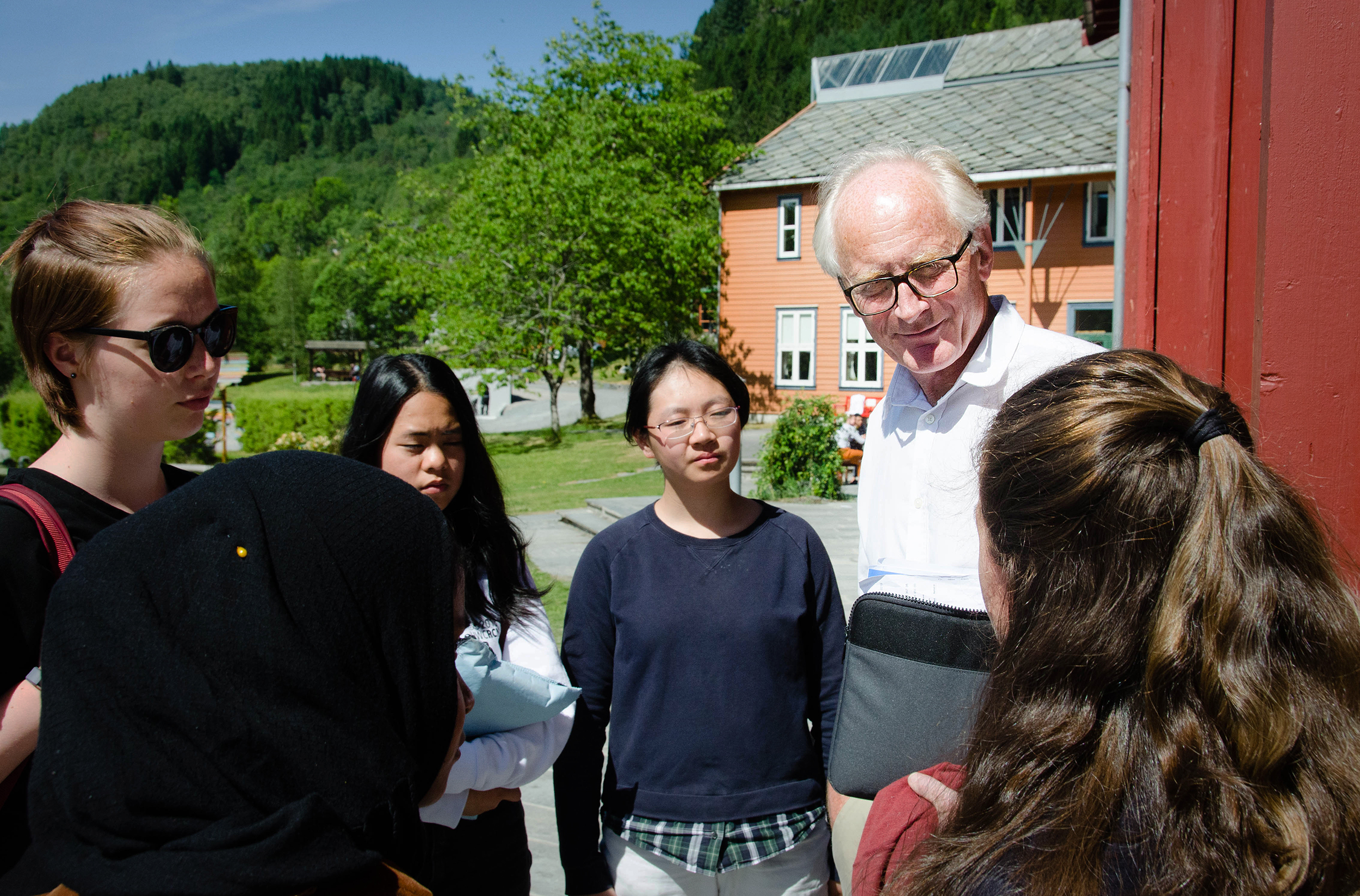 Kai Eide with students